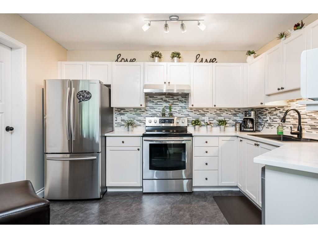Welcome to #306 - 5450 208 Street, Langley at Montgomery Gate! Super spacious white kitchen with stainless steel cabinets and new quartz countertops!