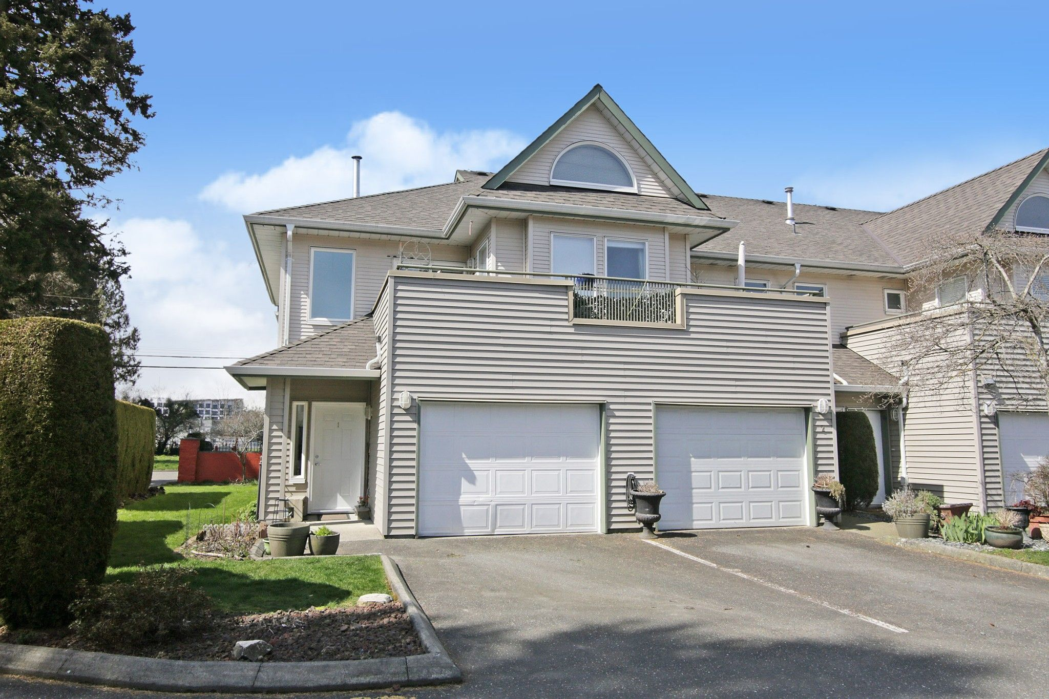 """Main Photo: 1 9470 HAZEL Street in Chilliwack: Chilliwack E Young-Yale Townhouse for sale in """"Hawthorne Place"""" : MLS®# R2562539"""