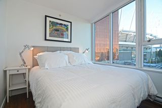 "Photo 9: 801 33 SMITHE Street in Vancouver: Yaletown Condo for sale in ""COOPERS LOOKOUT"" (Vancouver West)  : MLS®# R2448170"