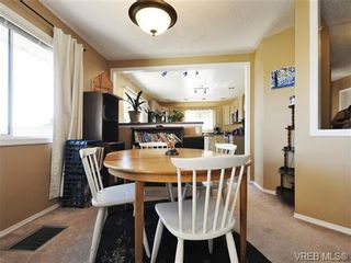 Photo 3: 2595 Wilcox Terr in VICTORIA: CS Tanner House for sale (Central Saanich)  : MLS®# 742349