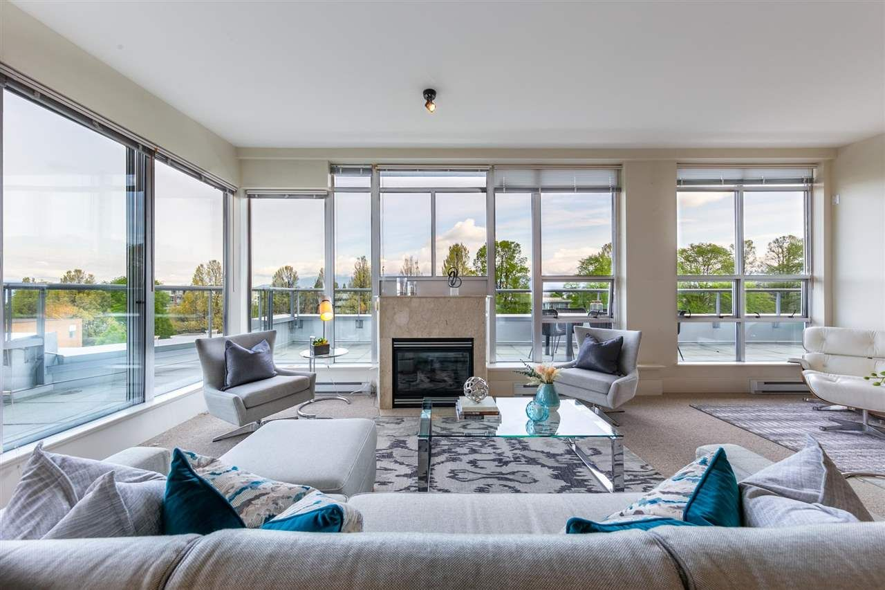 """Main Photo: 704 2655 CRANBERRY Drive in Vancouver: Kitsilano Condo for sale in """"NEW YORKER"""" (Vancouver West)  : MLS®# R2579388"""