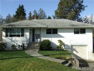 Photo 1: 2640 Dean Ave in VICTORIA: SE Camosun House for sale (Saanich East)  : MLS®# 562761