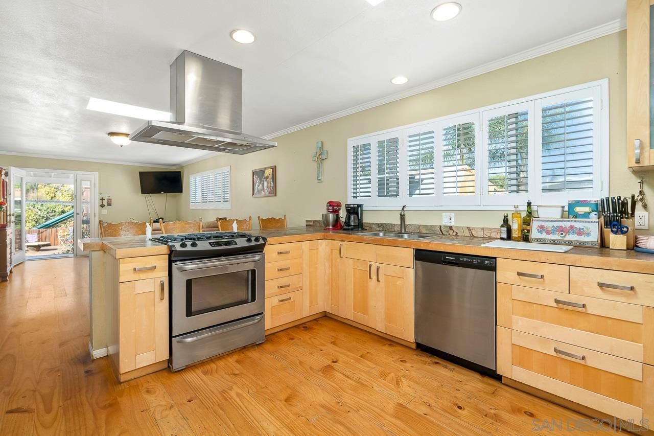 Main Photo: NATIONAL CITY House for sale : 4 bedrooms : 917 E 28th St