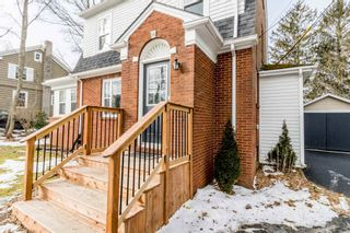 Photo 2: 56 Highland Avenue in Wolfville: 404-Kings County Residential for sale (Annapolis Valley)  : MLS®# 202104485
