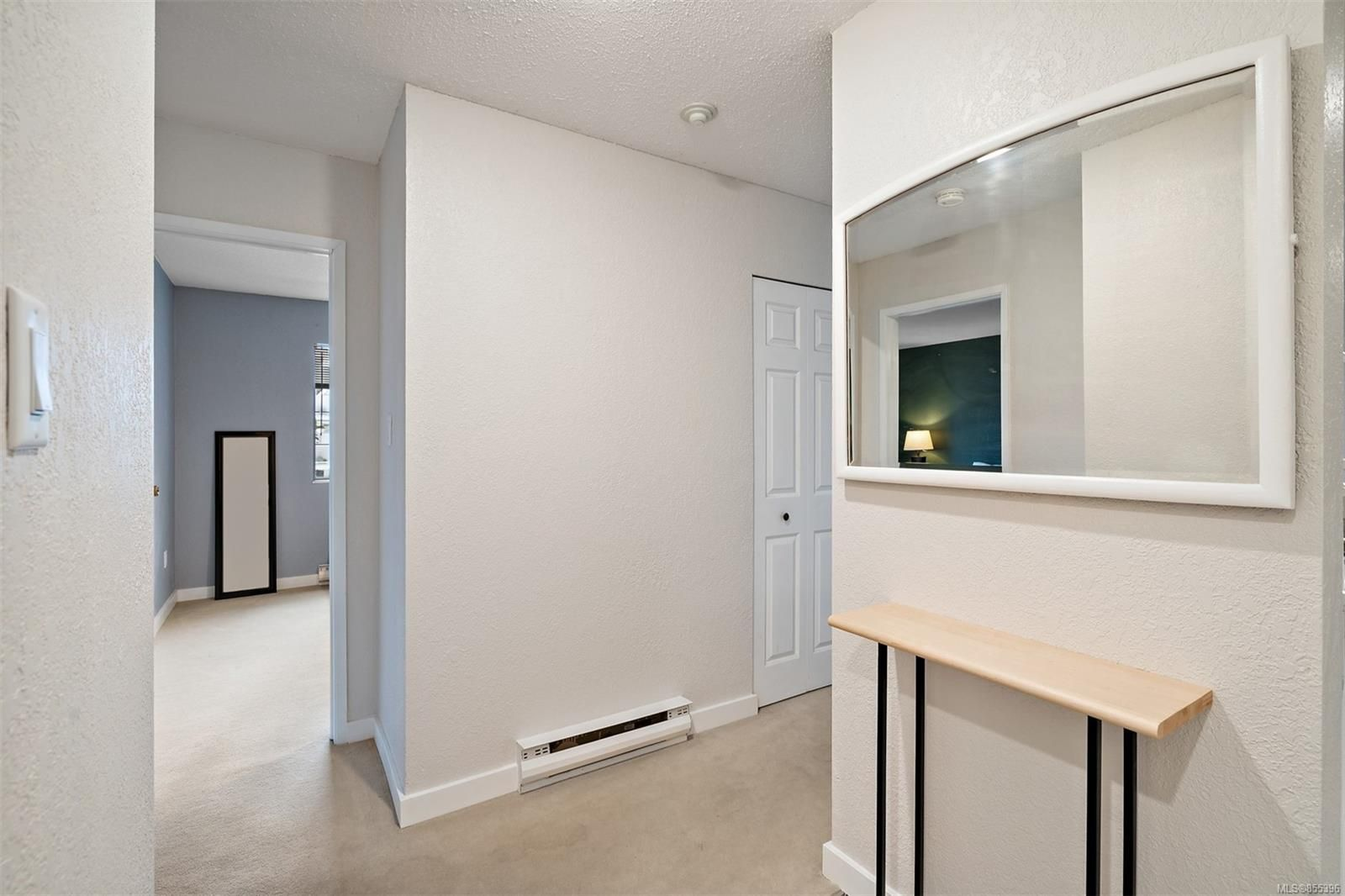 Photo 4: Photos: 308 1060 Linden Ave in : Vi Rockland Condo for sale (Victoria)  : MLS®# 855396