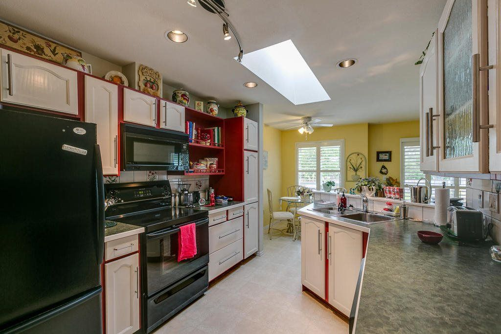 """Photo 8: Photos: 21903 126 Avenue in Maple Ridge: West Central House for sale in """"NORTH CENTRAL MAPLE RIDGE"""" : MLS®# R2188067"""