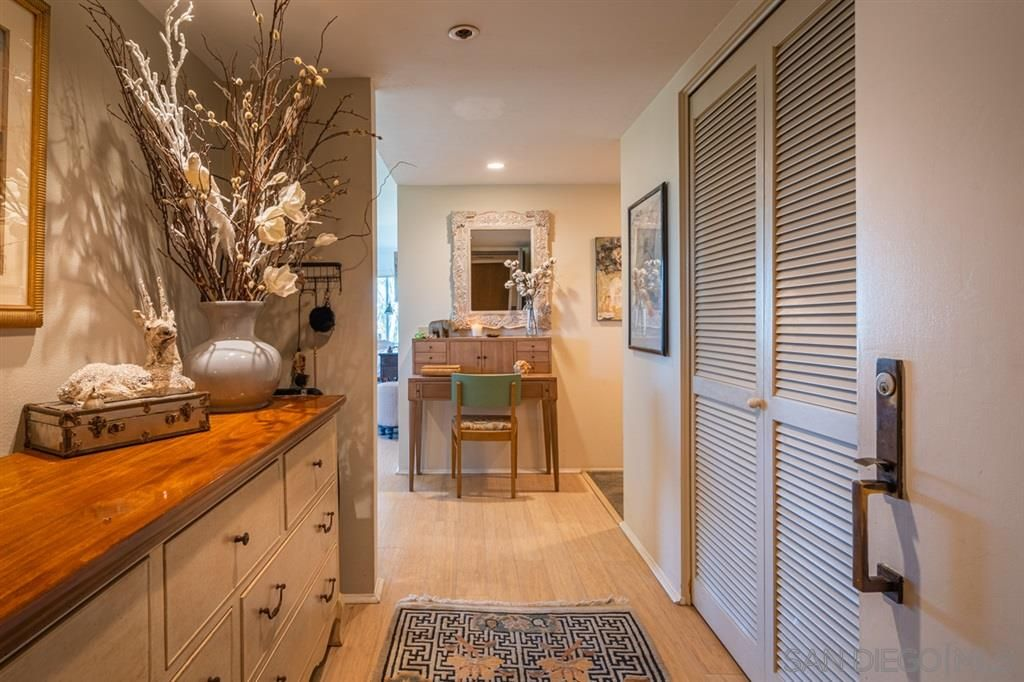 Main Photo: MISSION HILLS Condo for sale : 2 bedrooms : 2651 Front St #302 in San Diego