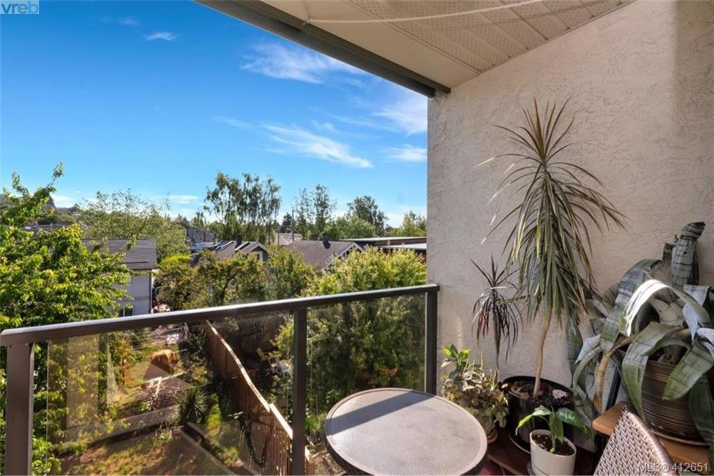 Main Photo: 307 2757 Quadra St in VICTORIA: Vi Hillside Condo for sale (Victoria)  : MLS®# 818281