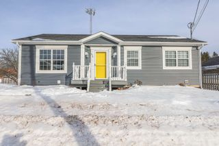 Photo 1: 475 Young Street in Truro: 104-Truro/Bible Hill/Brookfield Residential for sale (Northern Region)  : MLS®# 202102890