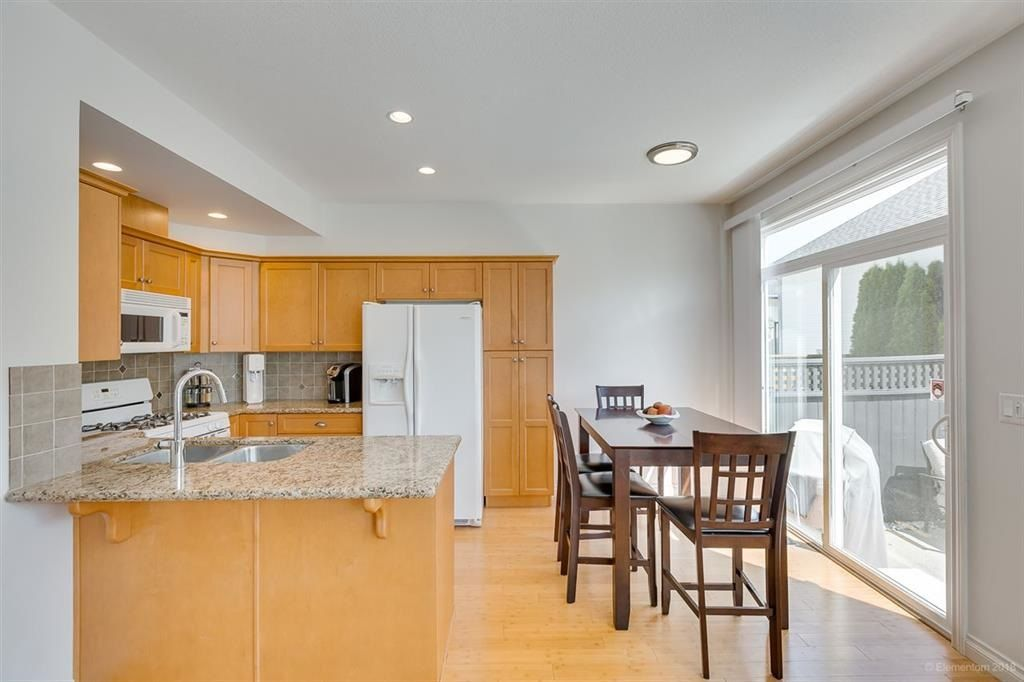 """Photo 6: Photos: 7014 179A Street in Surrey: Cloverdale BC Condo for sale in """"TERRACES AT PROVINCETON"""" (Cloverdale)  : MLS®# R2391476"""