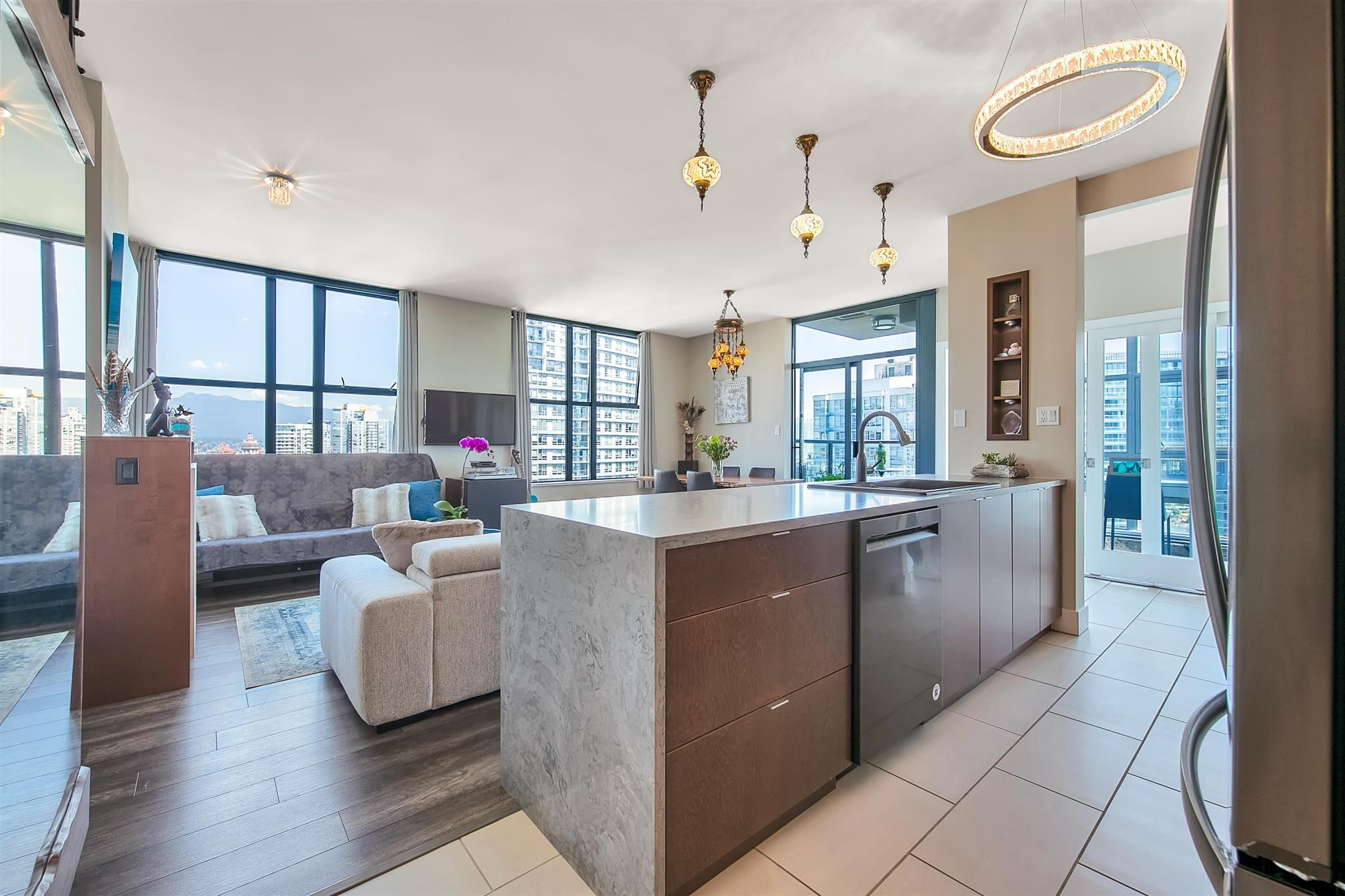 """Main Photo: 2402 989 BEATTY Street in Vancouver: Yaletown Condo for sale in """"THE NOVA"""" (Vancouver West)  : MLS®# R2604088"""