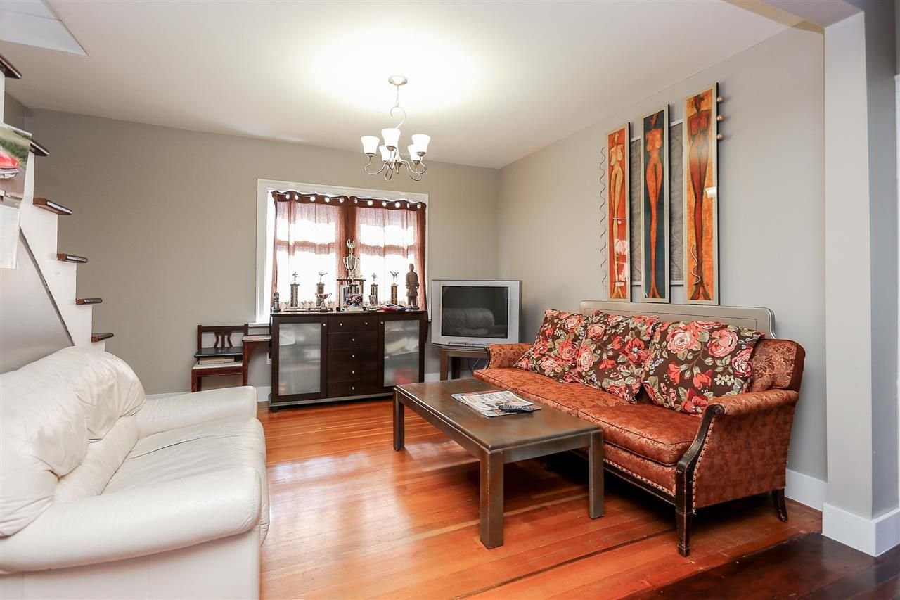Photo 4: Photos: 4420 NANAIMO Street in Vancouver: Collingwood VE House for sale (Vancouver East)  : MLS®# R2006921