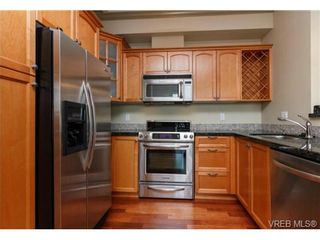 Photo 8: 207 1642 McKenzie Ave in VICTORIA: SE Lambrick Park Condo for sale (Saanich East)  : MLS®# 695484