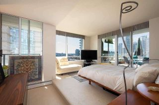 Photo 8: 1007 1288 MARINASIDE CRESCENT in Vancouver: Yaletown Condo for sale (Vancouver West)  : MLS®# R2514095