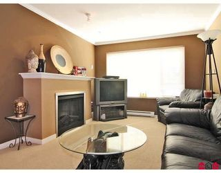 """Photo 5: 24 5388 201A Street in Langley: Langley City Townhouse for sale in """"THE COURTYARD"""" : MLS®# F2812450"""