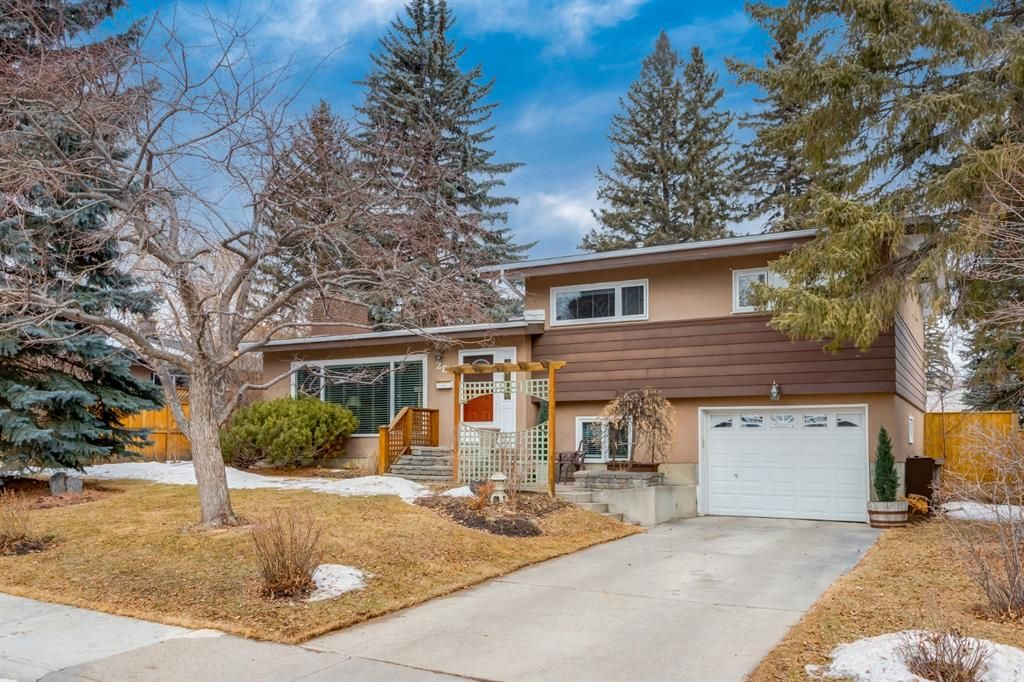 Main Photo: 28 Kelvin Place SW in Calgary: Kingsland Detached for sale : MLS®# A1079223