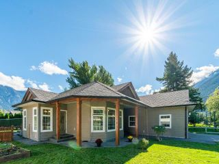 Photo 3: 1552 GARDEN STREET: Lillooet House for sale (South West)  : MLS®# 164189