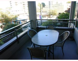 """Photo 7: 207 1208 BIDWELL Street in Vancouver: West End VW Condo for sale in """"The Baybreeze"""" (Vancouver West)  : MLS®# V789577"""