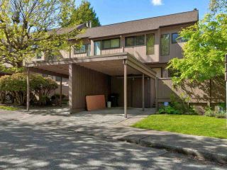 """Photo 2: 4787 DRIFTWOOD Place in Burnaby: Greentree Village Townhouse for sale in """"GreenTree Village"""" (Burnaby South)  : MLS®# R2576696"""