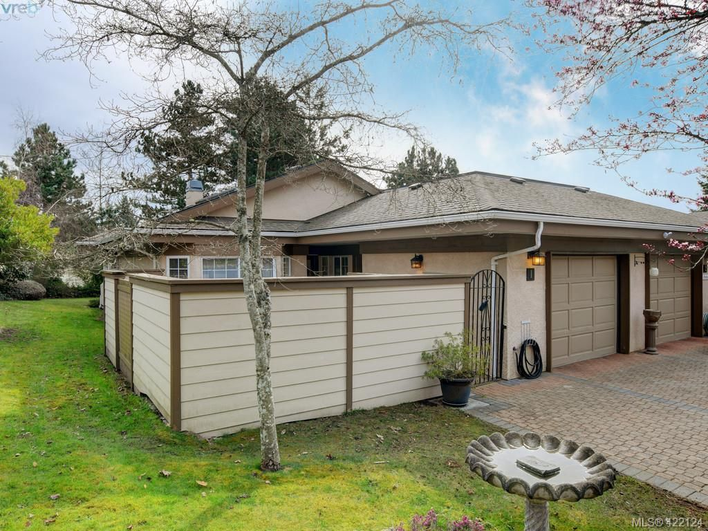 Main Photo: 1 901 Kentwood Lane in VICTORIA: SE Broadmead Row/Townhouse for sale (Saanich East)  : MLS®# 835547