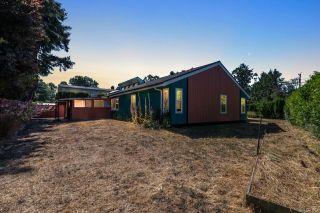 Photo 2: 3923 Cedar Hill Cross Rd in : SE Cedar Hill House for sale (Saanich East)  : MLS®# 851798