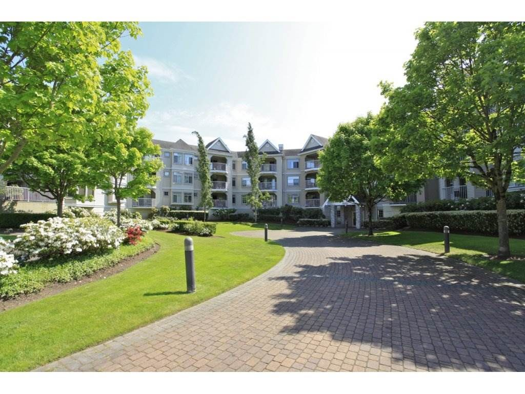 Main Photo: 106-20894 57th Ave in Langley: Condo for sale : MLS®# R2136164