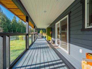 Photo 1: 1215 CHASTER Road in Gibsons: Gibsons & Area House for sale (Sunshine Coast)  : MLS®# R2541518