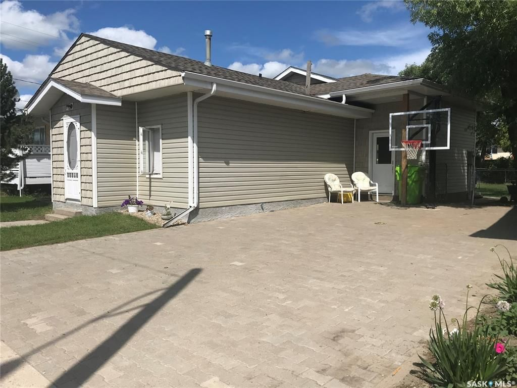 Main Photo: 135 Pasqua Avenue South in Fort Qu'Appelle: Residential for sale : MLS®# SK846418
