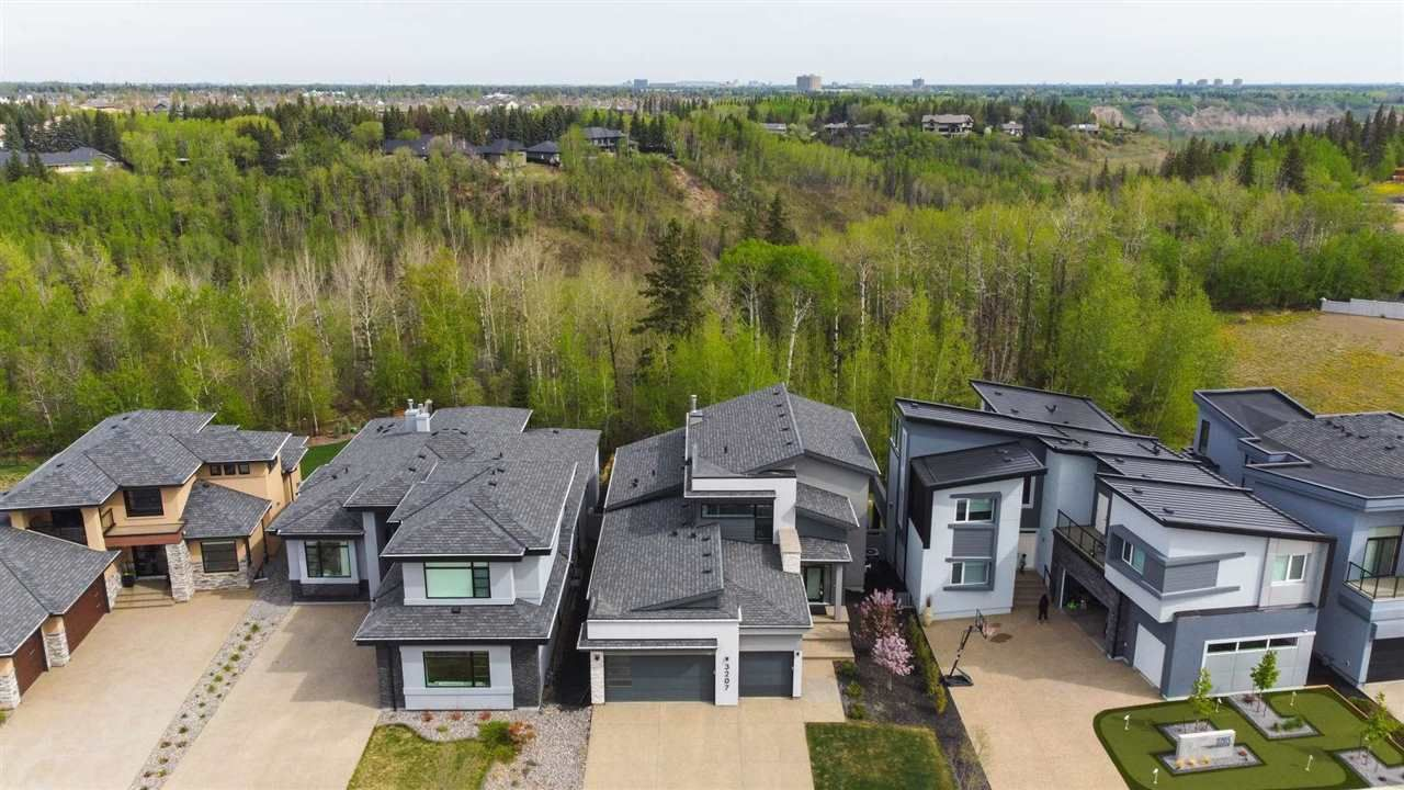 Main Photo: 3207 CAMERON HEIGHTS Way in Edmonton: Zone 20 House for sale : MLS®# E4243049
