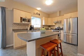 Photo 6: 134 Thetis Vale Cres in VICTORIA: VR Six Mile House for sale (View Royal)  : MLS®# 776055