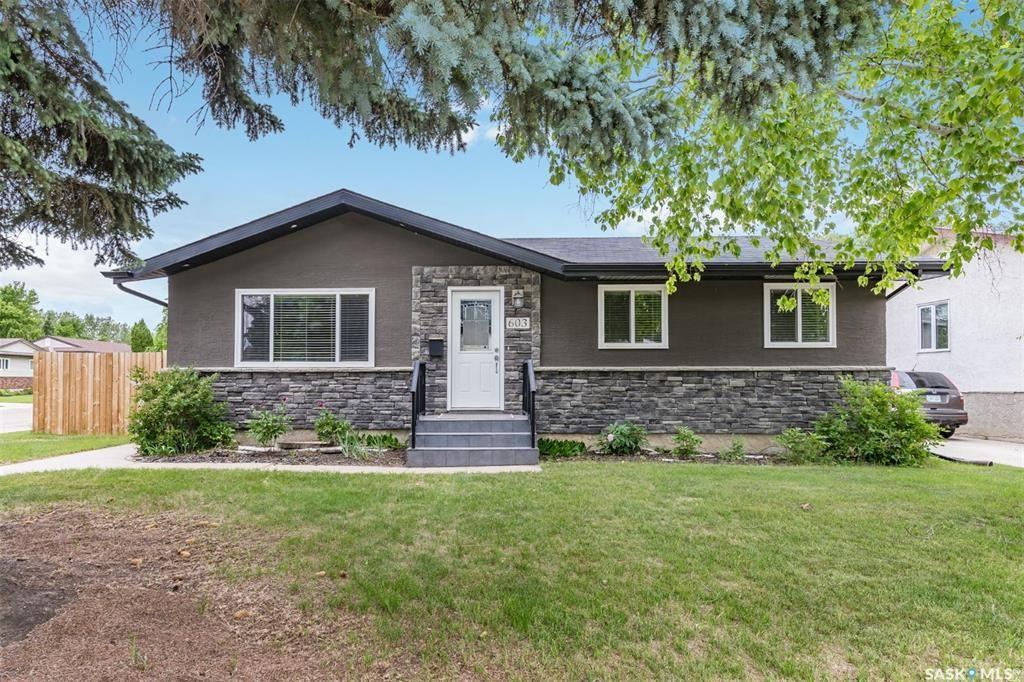 Main Photo: 603 Highlands Crescent in Saskatoon: Wildwood Residential for sale : MLS®# SK871507