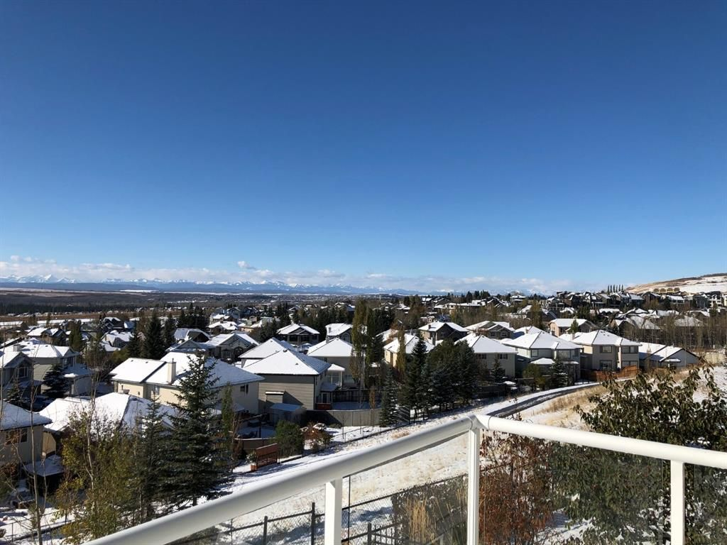 Main Photo: 52 Springbluff Lane SW in Calgary: Springbank Hill Detached for sale : MLS®# A1043718