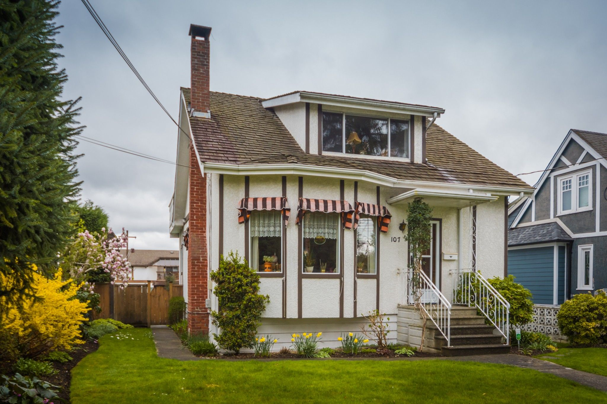 """Photo 2: Photos: 107 PRINCESS Street in New Westminster: GlenBrooke North House for sale in """"Glenbrooke North"""" : MLS®# R2358242"""