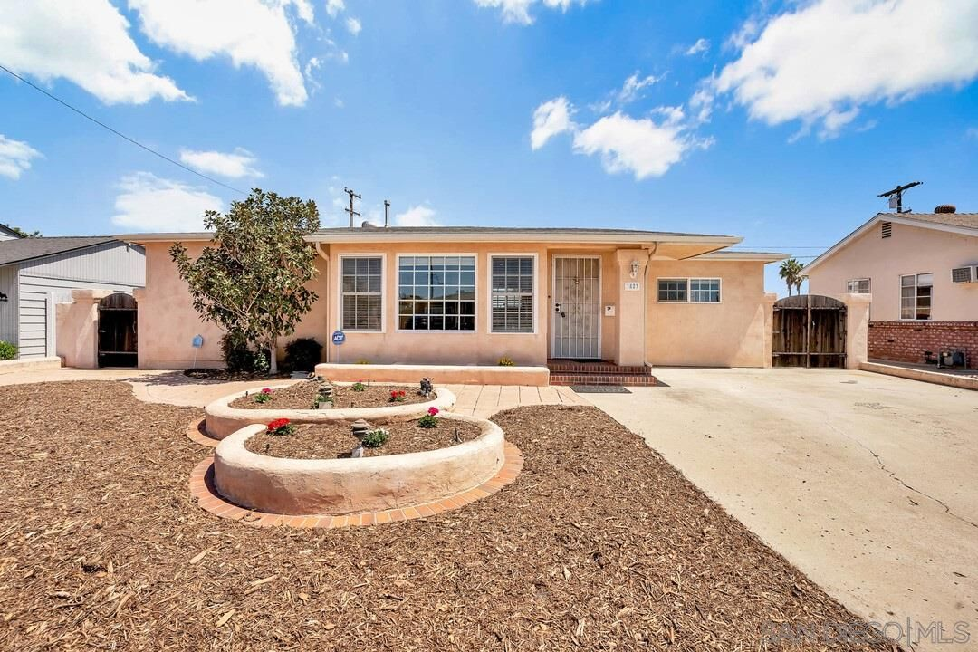 Main Photo: SAN DIEGO House for sale : 3 bedrooms : 3823 LOMA ALTA DR