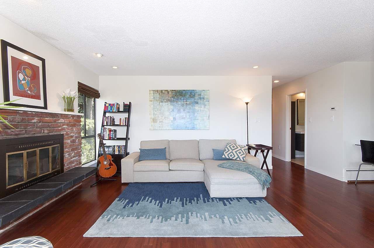 """Main Photo: 309 2211 W 2ND Avenue in Vancouver: Kitsilano Condo for sale in """"KITSILANO TERRACE"""" (Vancouver West)  : MLS®# R2189285"""