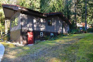 "Photo 10: 5653 CARMEL Place in Sechelt: Sechelt District House for sale in ""TUWANEK"" (Sunshine Coast)  : MLS®# R2135250"