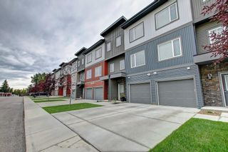 Photo 3: 2103 5305 32 Avenue SW in Calgary: Glenbrook Row/Townhouse for sale : MLS®# C4267910
