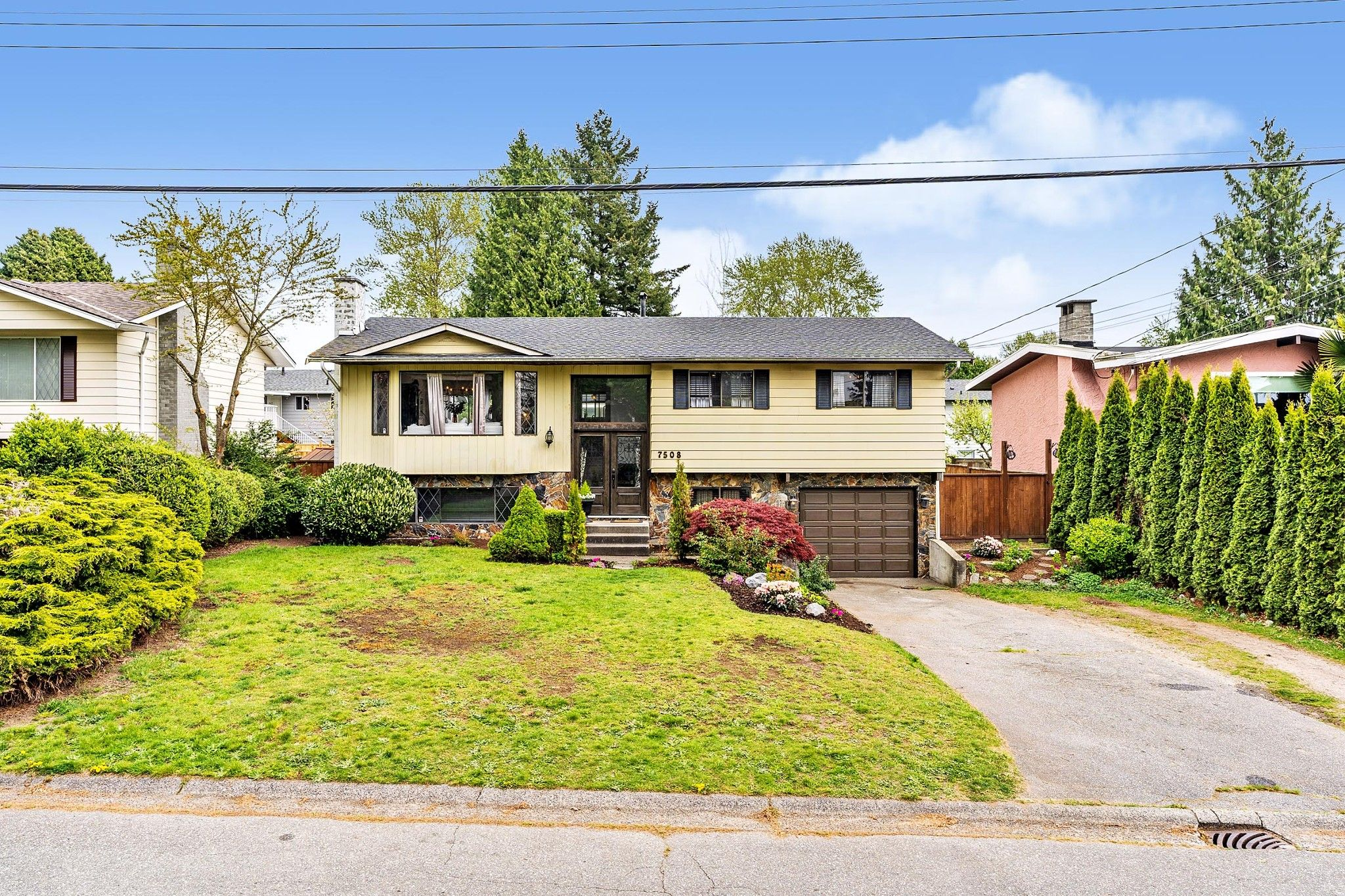 """Main Photo: 7508 E MINSTER Drive in Delta: Nordel House for sale in """"Royal York"""" (N. Delta)  : MLS®# R2571834"""