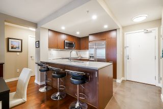 """Photo 16: 210 2940 KING GEORGE Boulevard in Surrey: King George Corridor Condo for sale in """"HIGH STREET"""" (South Surrey White Rock)  : MLS®# R2496807"""