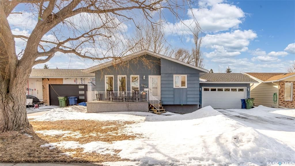 Main Photo: 1646 Marquis Avenue in Moose Jaw: VLA/Sunningdale Residential for sale : MLS®# SK844424