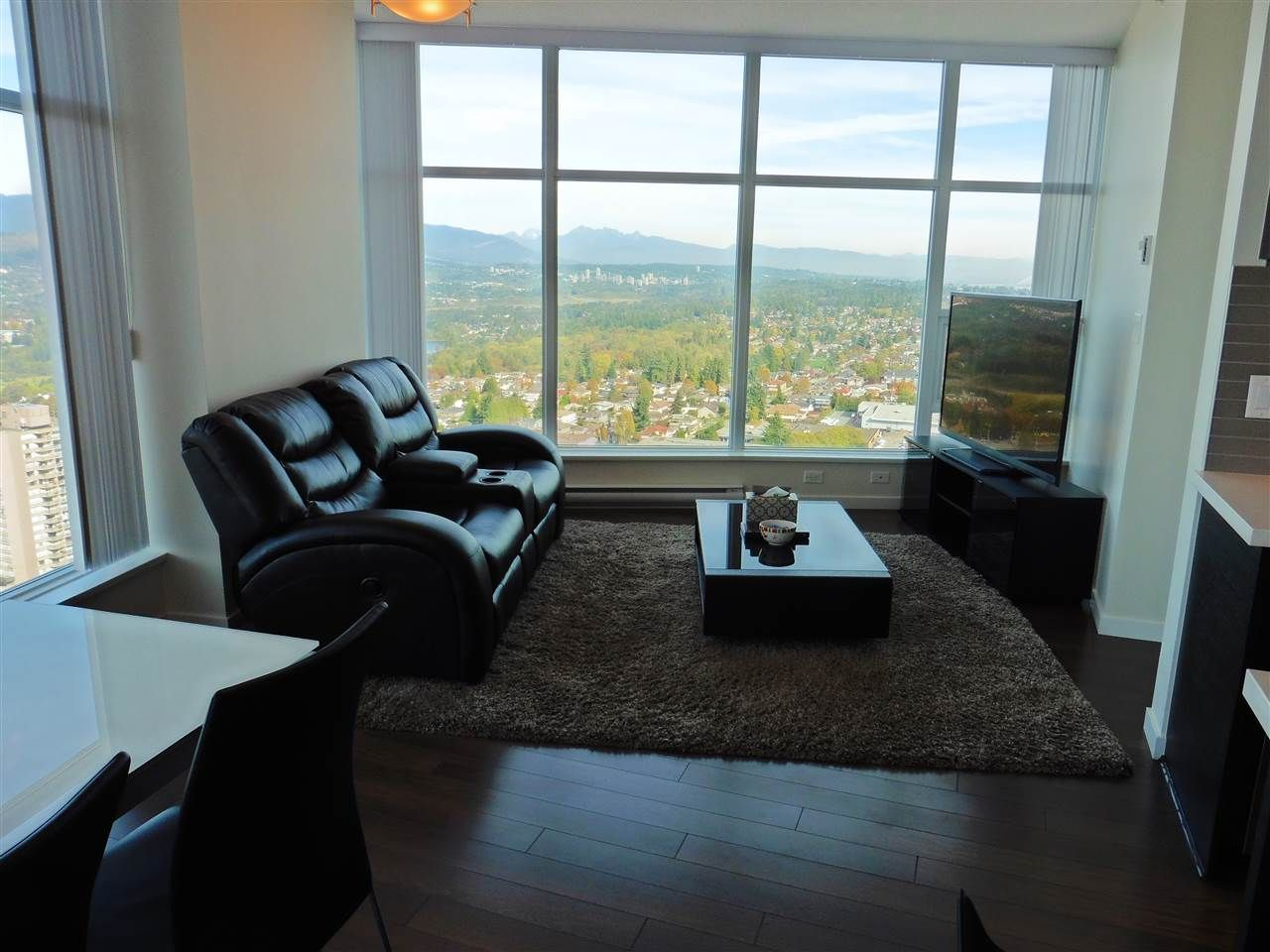 """Photo 4: Photos: 3702 4880 BENNETT Street in Burnaby: Metrotown Condo for sale in """"CHANCELLOR"""" (Burnaby South)  : MLS®# R2006395"""