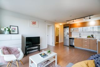 Photo 3: 1505 10777 UNIVERSITY Drive in Surrey: Whalley Condo for sale (North Surrey)  : MLS®# R2334797