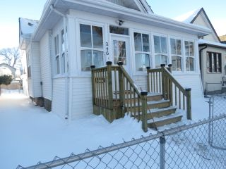 Photo 2: 346 Atlantic Avenue in Winnipeg: North End Single Family Attached for sale (North West Winnipeg)  : MLS®# 1600042
