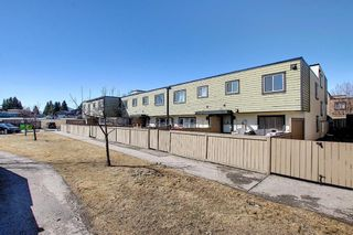 Photo 32: 22 3809 45 Street SW in Calgary: Glenbrook Row/Townhouse for sale : MLS®# A1090876