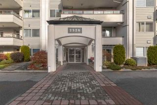 """Photo 2: 302 2526 LAKEVIEW Crescent in Abbotsford: Central Abbotsford Condo for sale in """"MILL SPRING MANOR"""" : MLS®# R2519449"""
