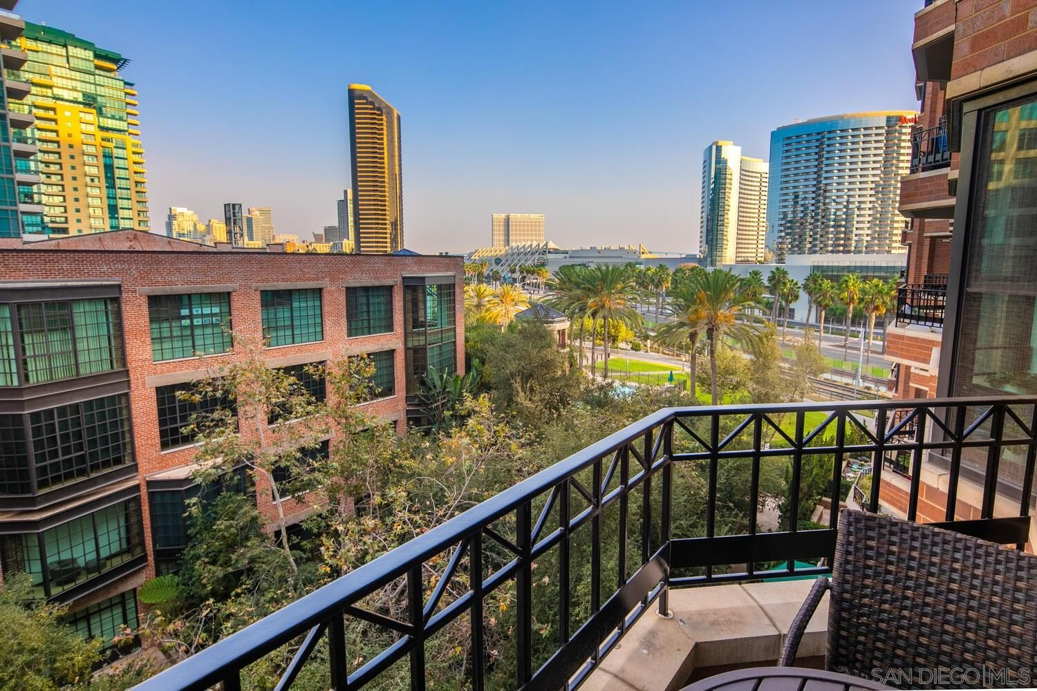 Main Photo: DOWNTOWN Condo for sale : 1 bedrooms : 500 W Harbor Dr #616 in San Diego