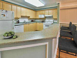 """Photo 6: 402 15150 29A Avenue in Surrey: King George Corridor Condo for sale in """"The Sands II"""" (South Surrey White Rock)  : MLS®# R2523039"""