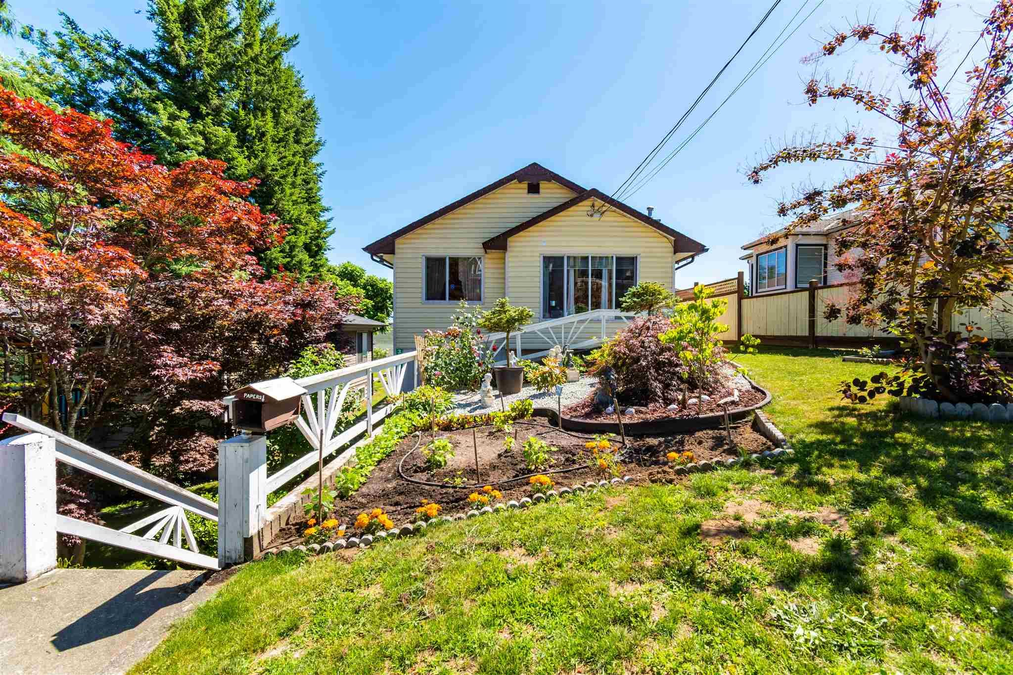 """Main Photo: 32870 3RD Avenue in Mission: Mission BC House for sale in """"WEST COAST EXPRESS EASY ACCESS"""" : MLS®# R2595681"""