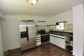 """Photo 3: 1 95 LAIDLAW Road in Smithers: Smithers - Rural Manufactured Home for sale in """"Mountain View Mobile Home Park"""" (Smithers And Area (Zone 54))  : MLS®# R2595078"""