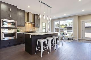 Photo 13: 2102 53 Avenue SW in Calgary: North Glenmore Park Detached for sale : MLS®# A1028710
